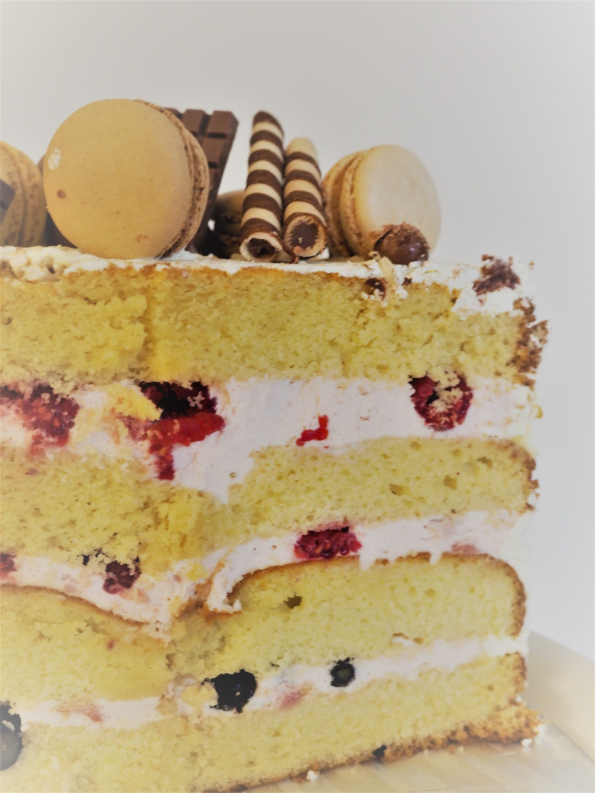 semi naked cake anschnit